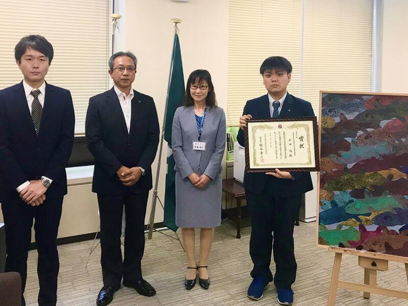 左より千田君、伊東教育長、樋野校長、顧問藤原先生